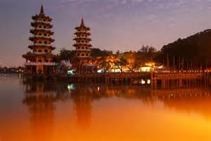 lotus lake kaoshiung taiwan beautiful places to visit