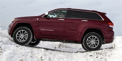 2014 jeep grand cherokee tires off road in the snow with jeep