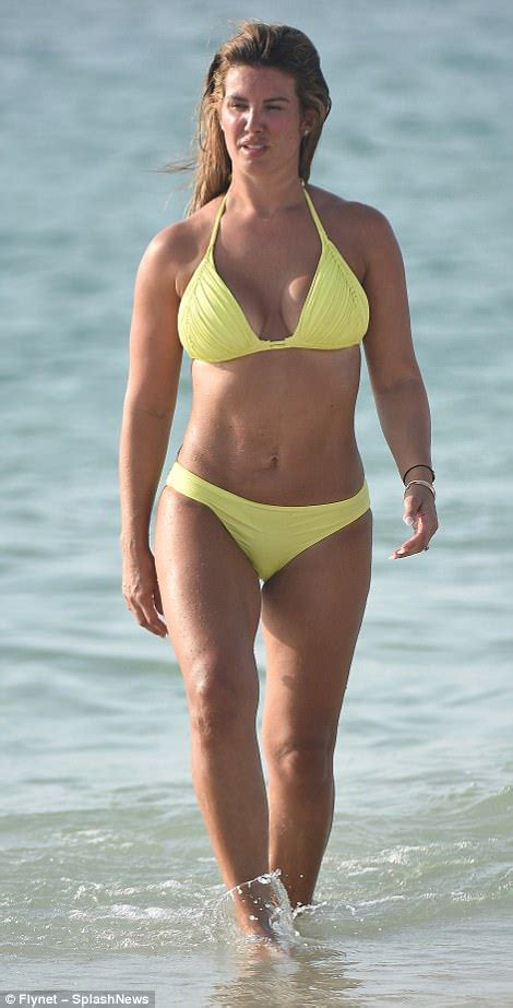 I'm A Celeb's Rebekah Vardy shows off bikini body in Dubai ...