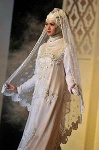 Saudi Arabian Wedding Traditions   Muslim Wedding Dresses ...