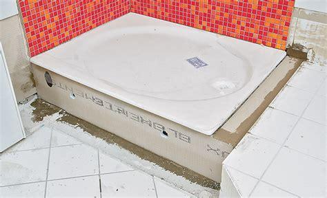 duschwanne einbauen mit wannenträger duschwanne fliesen anleitung haus bauen dusche fliesen anleitung bodengleiche dusche einbauen