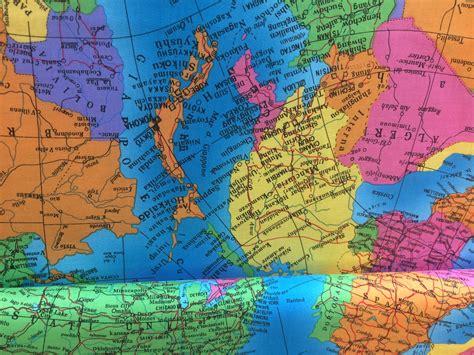 Atlas Stoff by Weltkarte Atlas Webware Stoffemondundsterne De