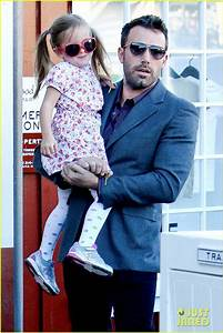 Ben Affleck: Brentwood Country Mart with Seraphina!: Photo ...