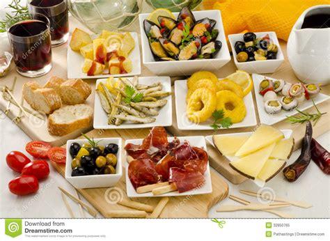 cuisine espagnol cuisine espagnole variété de tapas des plats blancs