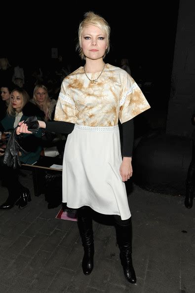 Liela Moss Looks Stylebistro