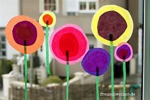 Blumen Basteln Fensterdeko : anleitung f r das fensterbild blumen im fr hling basteln ~ Markanthonyermac.com Haus und Dekorationen