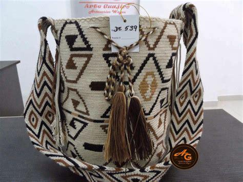 la mochila wayuu indispensable en el diario vivir arte