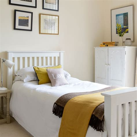make a single bedroom special with a stylish