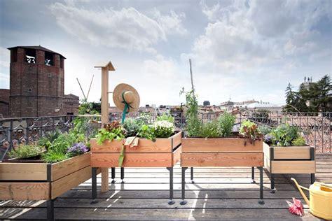 vasi terrazzo come scegliere i migliori vasi per piante e fiori o per l