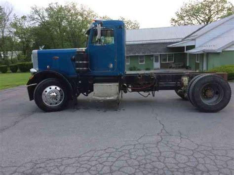 peterbilt   daycab semi trucks