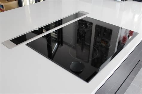 installation plan de travail cuisine e cuisine escamotable agencement de galerie avec