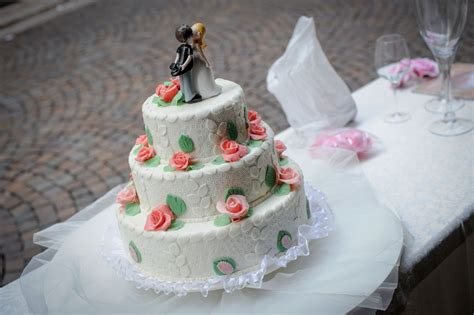 Bake Your Own Wedding Cake From Scratch With These Great
