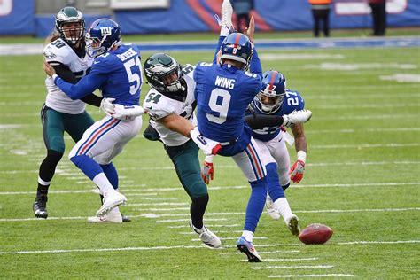 eagles  linebacker kamu grugier hill blocks  brad