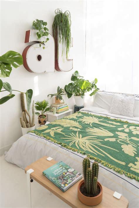 Plants In Bedroom by Best 25 Bedroom Plants Ideas On Bedroom