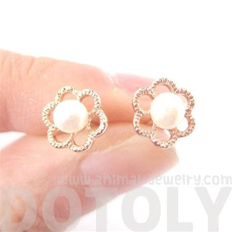 small floral flower shaped stud earrings rose gold