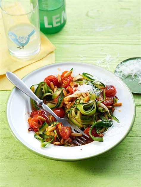 rezepte für spiralschneider low carb zucchinispaghetti mit frischer tomatenso 223 e