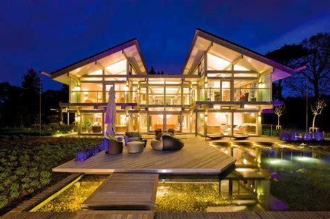 Moderne Luxushäuser by Modernes Luxushaus Mit Teich Und Terrasse