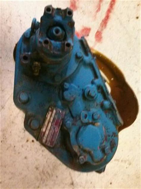 sell   early ford bronco dana  transfer case