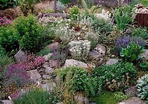 Ideen Gartengestaltung Hang : hanggarten mit steinen ~ Markanthonyermac.com Haus und Dekorationen