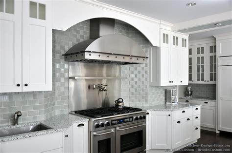 brooks custom portfolio of kitchens countertops