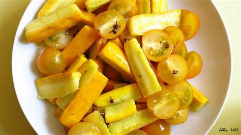 comment cuisiner les courgettes jaunes salade de courgettes jaunes au poivre de sichuan