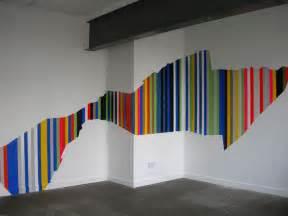 wohnideen wohnzimmer streichen ideen für farbige streifen an der wand maps and letter