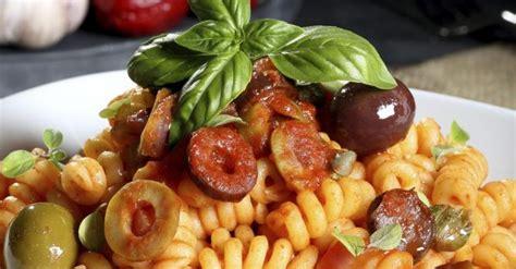 salade de pates froides recette de salade de p 226 tes froides aux olives et salami