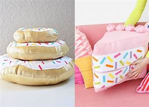 10+ Cute DIY Pillows To Take Your Decor Up a Notch momooze