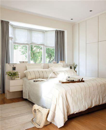 dormitorio principal  ventana sobre el cabecero de la
