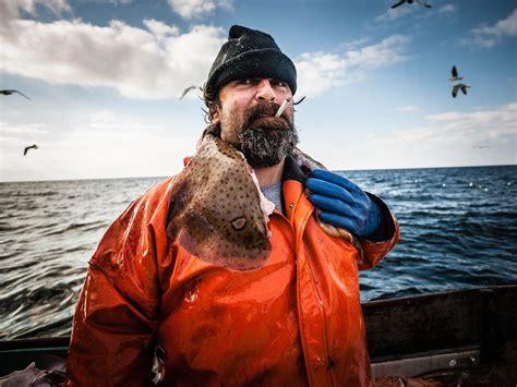 environmental portrait photography   sailor