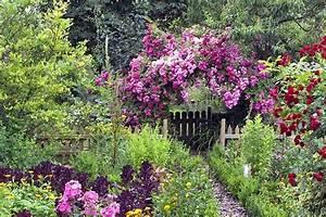 Gartengestaltung Bauerngarten Bilder : bauerngarten anlegen gestalten und bepflanzen in 2018 garten pinterest garten garten ~ Markanthonyermac.com Haus und Dekorationen