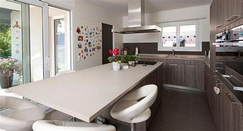 ilot repas cuisine cuisine moderne avec ilot central cuisine bois fonc avec