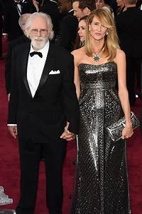 Bruce and Laura Dern poss in the Oscar 2015 red carpet ...