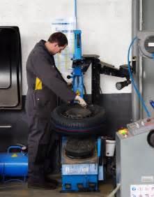 Changement Pneu Voiture : entretien voiture toutes marques garage carrosserie caurant pleyben ~ Medecine-chirurgie-esthetiques.com Avis de Voitures
