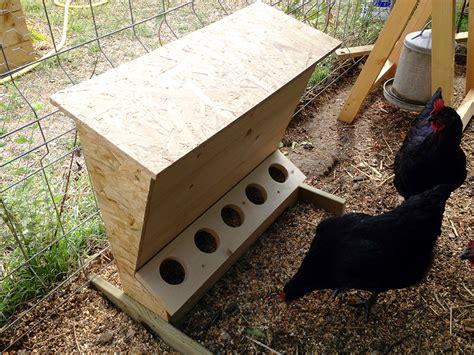 fabrication d une mangeoire anti gaspillage pour poules slydventure