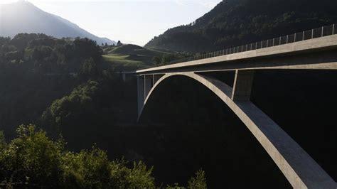 portee d un pont pf 228 fers sg tamina 475 m 232 tres est le plus grand pont en arc de suisse