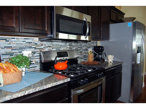 Backsplash For Dark Cabinets : White Countertops With Dark Cabinets