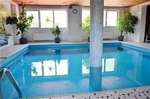 Haus Mit Schwimmbad : reserviert eigentumswohnung mit balkon garage und schwimmbad im haus immobilienmakler ~ Frokenaadalensverden.com Haus und Dekorationen