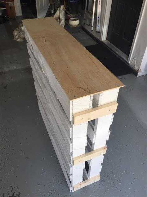 Diy Bar Furniture by Diy Wood Pallet Outdoor Bar Hometalk
