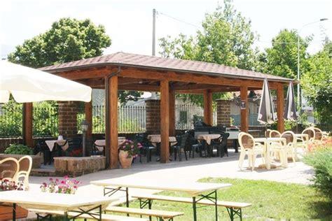 tettoie in legno chiuse verande per terrazzi pergole e tettoie da giardino
