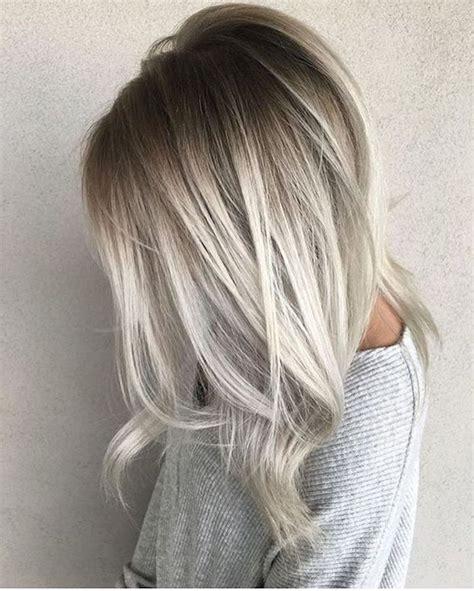 schwarze haare grau färben balayage blond grau kurze haare