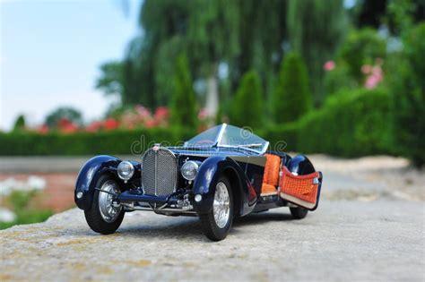 Bugatti chiron hypercar confirmed for 2016 geneva auto show debut. Bugatti 57 SC Corsica Roadster - Open Door Stock Photo - Image of curves, classic: 43028518
