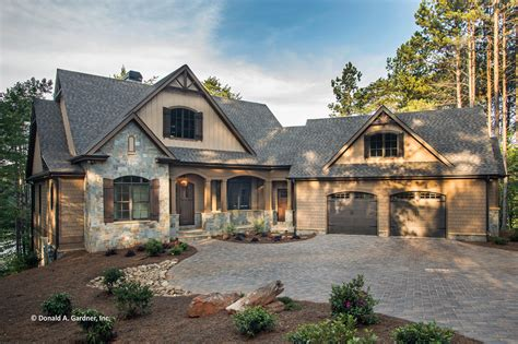 Craftsman Style House Plan 4 Beds 4 00 Baths 2896 Sq/Ft