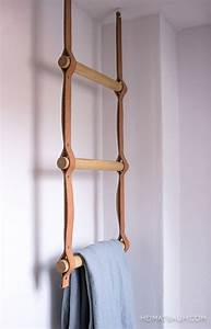 Porte Serviette Echelle Bois : un porte serviette chelle avec des barreaux de bois sur des sangles de cuir d co diy ~ Teatrodelosmanantiales.com Idées de Décoration