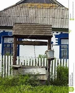 Vecchia Casa Vicina Buona Di Legno In Villaggio Vecchio Di
