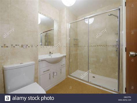 Kleines Bad Mit Dusche Und Wc by Modernes Kleines Bad Mit Toilette Waschbecken Und Dusche