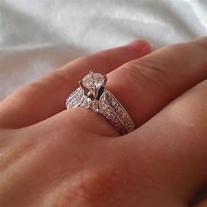 Real diamond engagement rings that will make her smile for Wedding rings real diamond