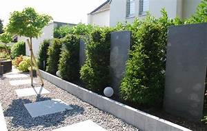 Gartenzaun Höhe Zum Nachbarn : sichtschutz als gartengestaltung mit blaustein stelen und ~ Lizthompson.info Haus und Dekorationen