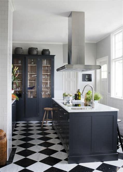 cuisine central le carrelage damier noir et blanc en 78 photos