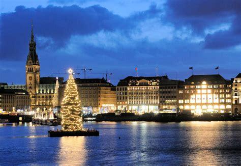 weihnachtsbaum alster 0175 1287 weihnachtsstimmung am abend in hamburg weihnachtsbaum auf der binnenalster